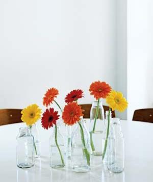 Reutilize garrafas de leite como vasos, jarros para flores