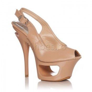 Sandalele Zane – Bej imbina designul ultramodern cu un bej clasic, ideal pentru orice tinuta. Astfel veti avea un look impecabil si va veti simti extraordinar in aceste sandale care au un toc de 14,5 cm, inaltime amortizata de platforma din fata.