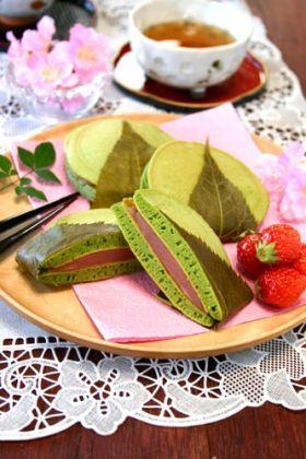 Japanese sweets /   抹茶の桜あんどら焼き