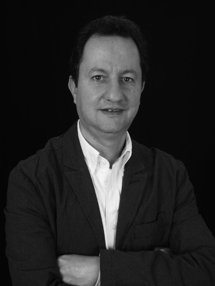 Luis Carlos Aljure es comunicador social  y periodista de la universidad Javeriana. Ha trabajado en El Espectador, Revista Diners, 91.9 La Revista que Suena, Axxis Cromos y UN Radio.  [29, 30, 31 de oct y 1 de nov de 2:30 a 5:30 pm. 6 y 7 de noviembre de 2:00 a 4:00pm] [Teatrino del Teatro Jorge Eliecer Gaitan]