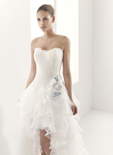 Korzetové svadobné šaty s volánovou sukňou, vpredu krátke, vzadu dlhé, svadobný salón Valery