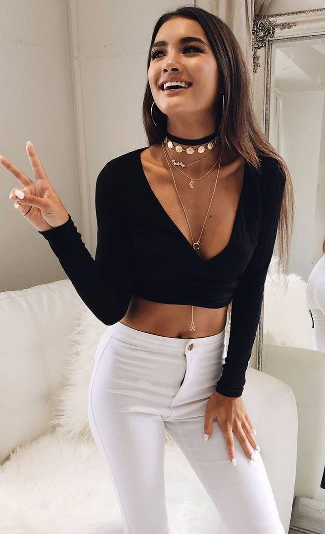 chic summer style wearing black crop top with high waist