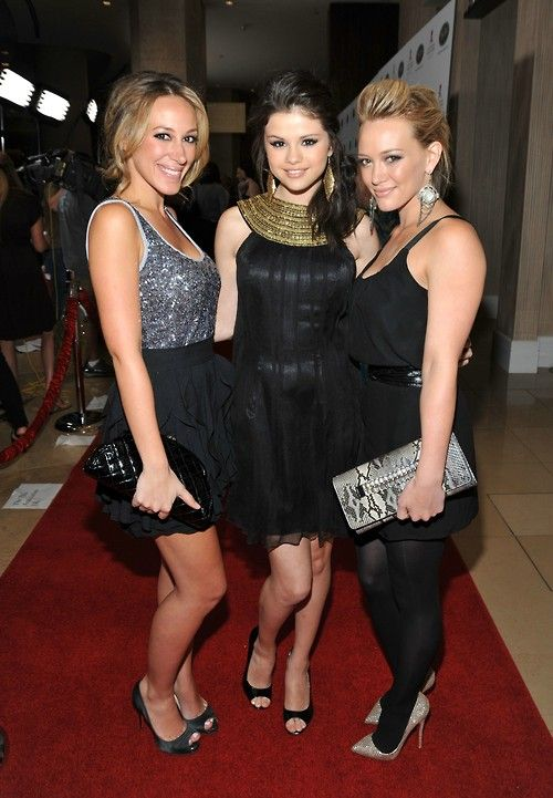 Selena Gómez,haylie duff and hilary duff