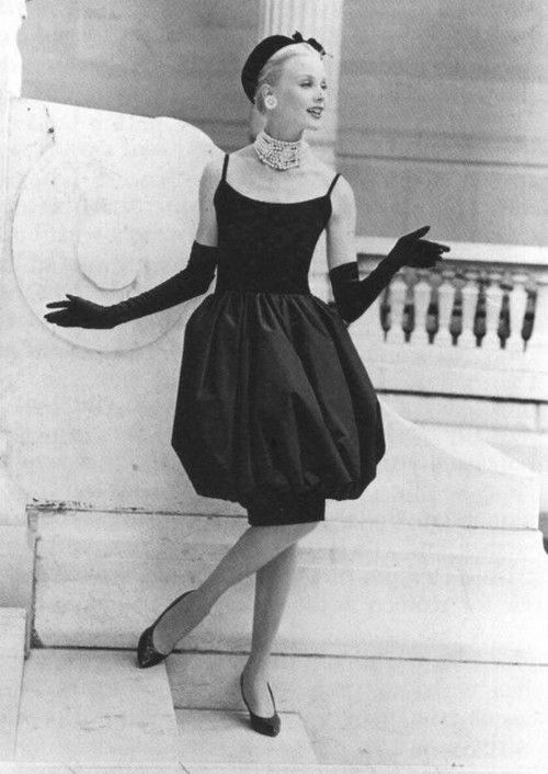 I just adore this Dior dress from1959. I would love to get dressed up in gloves, pearls and a hat for a trip to the gallery.