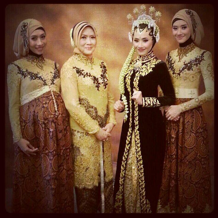 Kebaya family