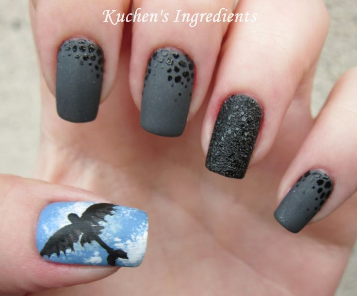 "nail art inspiret by Toothless from ""How to train your dragon"" dreamworks movies"