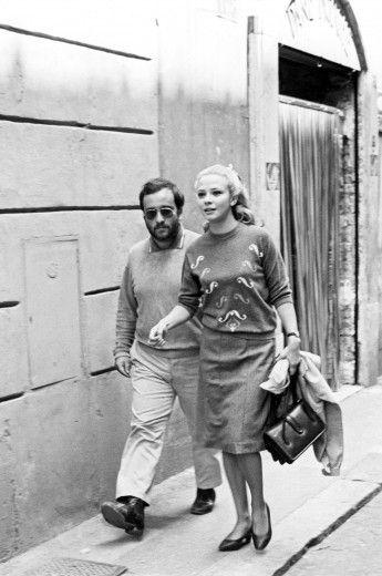 Dalla in una foto con Laura Efrikian, la prima moglie di Gianni Morandi, nel 1970
