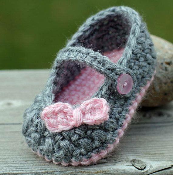 Crochet girl booties shoes