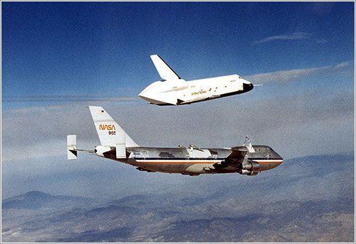 El Transbordador espacial Enterprise (1976) fue el primer transbordador construido para la NASA. Inicialmente se construyó sin motores ni escudo térmico y por consiguiente no tenía la capacidad de realizar misiones espaciales. Solo se utilizó para vuelos en la atmósfera. Para eso llevó a cabo varios vuelos a lomos de un Boeing 747 convenientemente modificado, denominado Shuttle Carrier Aircraft por la NASA, y cinco vuelos libres para las pruebas de aproximación y aterrizaje correspondientes.