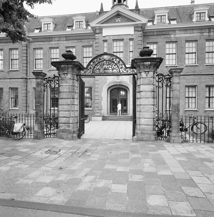 Koninklijk Militair Invalidenhuis, Hoge Rijndijk 25, Leiden ter vervanging van de huisvesting (sinds 1817) in het voormalige Arme Kinder Weeshuis aan de Middelweg.