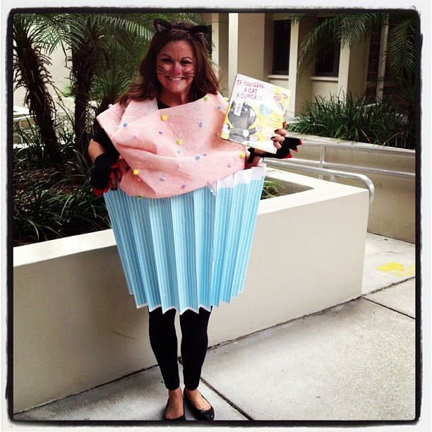 If you give a cat a cupcake. Laura Numeroff. Storybook character costume #costume #halloween #cupcake