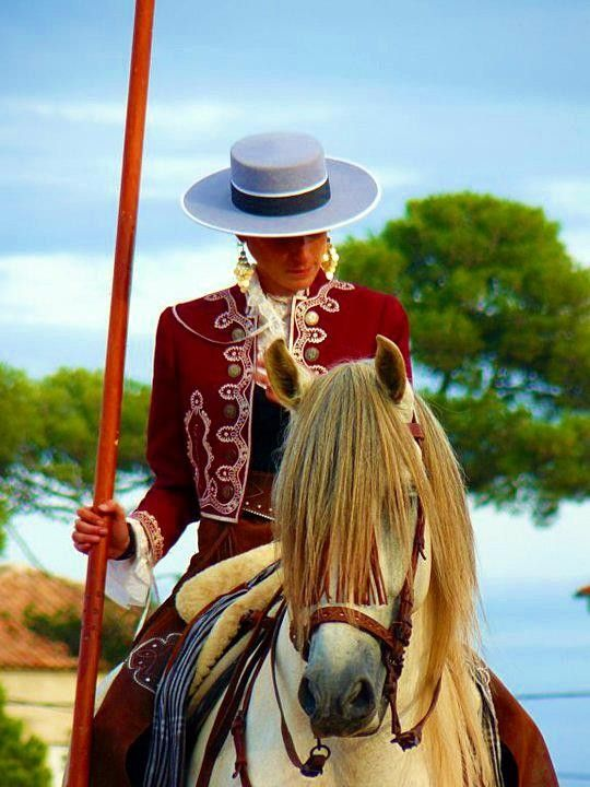 Women  and Andalusian  horse