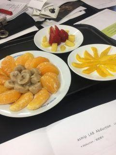 北海道産のフルーツ盛り合わせを食べました() ただのフルーツではなく瞬間冷凍したものを10年保存したもの  食べたら凍っていたのが嘘かの様に美味しかったです 色んな技術があるものですね() tags[北海道]
