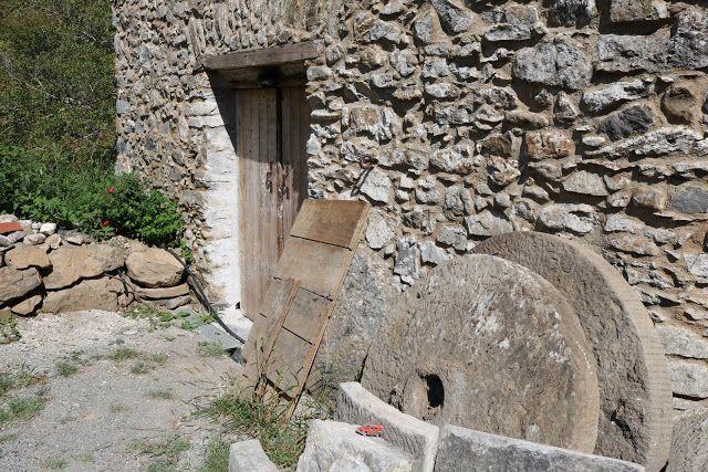 Castelvittorio (IM) - un rustico presso il rio Gor...