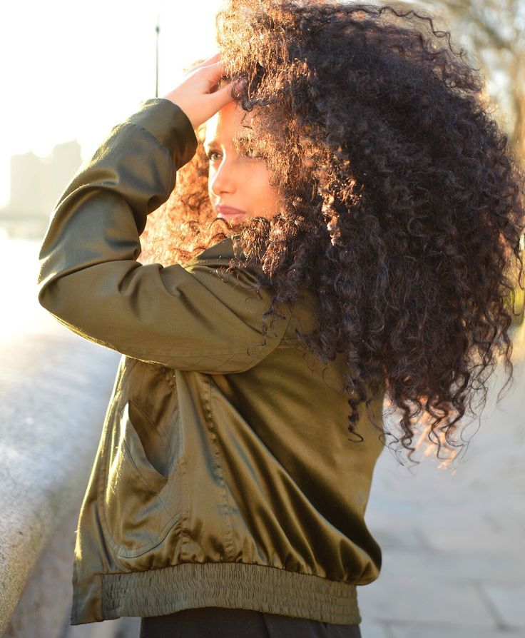 Enjoyed the winter #sunset 🌅 today, can't wait for it to get a bit warmer though | #Topshop #khaki #bomberjacket found @faracharityshops for £6 !♻️| #charityshopfinds #Farafinds #charitytuesday #thrift #stylesubmit #charityshop #thrifted #satinbomber #khakigreen  #curlynatural #curly #bighair #curlygirls