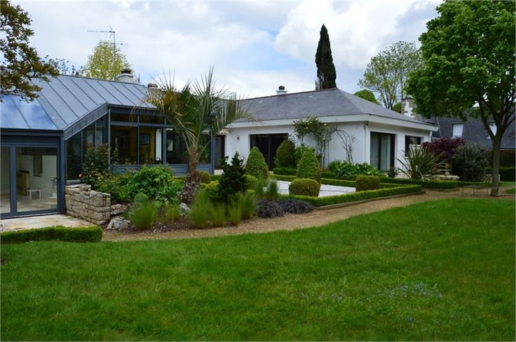Jolie maison à vendre chez Capifrance à Rennes.     > 260 m², 9 pièces et un terrain de 2367 m².    Plus d'infos > Thierry Ardant, conseiller immobilier Capifrance.