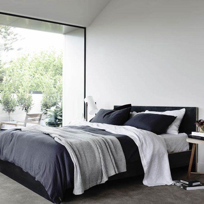 Déco épurée d'une chambre en noir et blanc