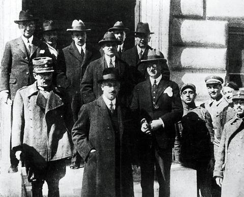 Santeos: «Επιτροπή Οικονομικών» (Μάης 1924).