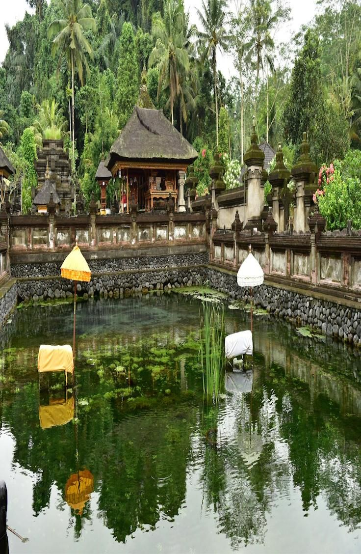 Complete guide to the holy spring water temple – Pura Tirta Empul, Bali.