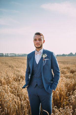 Coralie photography - Un mariage champêtre près de Lille - La mariee aux pieds nus
