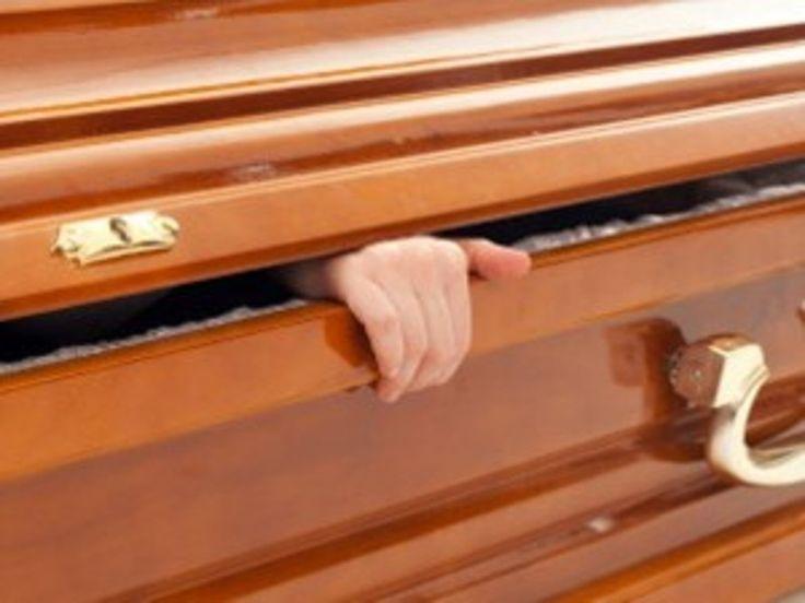 """Morta da 6 giorni,i figli non chiudono la bara: """"è morte apparente"""""""