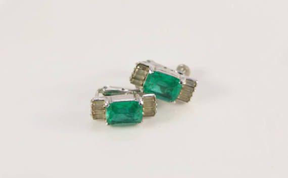 Emerald #Earrings 1920s Art Deco Earrings Old #Bridal Earrings Clip On Green Crystal Vendome Coro #Wedding Gift Gemstone Diamond Imitation Gift In excellent condition. Will be... #gatsby #hair #headpiece #bridal #wedding #hairpiece #accessories #artdeco #vintage #weddings #jewelry #earrings ➡️ http://jto.li/rwPdf