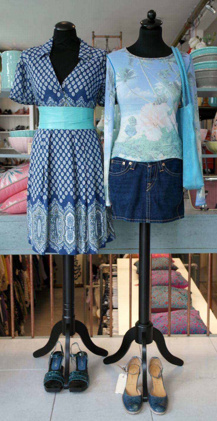 We like BLUE! Kom bij ons schuilen voor de regen?! Ons deurtje staat alweer voor je open! #venten #ceintuurbaan400 #ceintuurbaanamsterdam #depijp #blue #etalage #deurtjeopen #vintagedesign #welikeblue