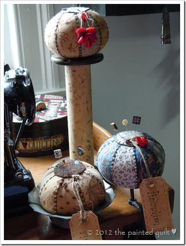 A Vintage Pincushion-free pdf pattern: Pincushions Needle, Paintings Quilts, Pincushions Patterns, Pin Cushions, Pincushions Fre Pdf, Adorable Pincushions, Free Patterns, Vintage Pincushions Fre, Pincushions Ball
