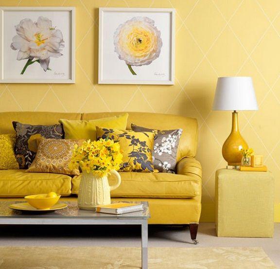 желтые стены в интерьере гостиной