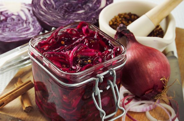 how to make tangy cooked red cabbage side