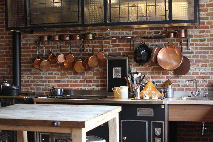 Avec le temps, vos cuivres se sont recouverts d'une vilaine couche de vert-de-gris ? Voici nos trucs pratiques et nos recettes de grand-mère pour les chouchouter et leur redonner de l'éclat.
