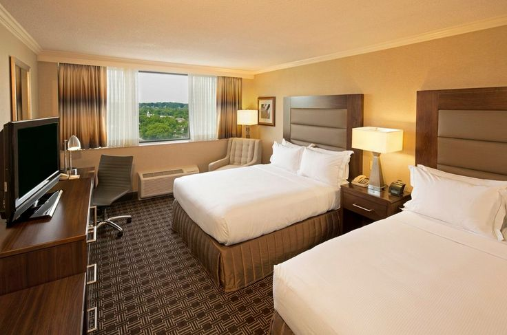 When looking for hotels in Arlington VA ... look no further than the Hilton Crystal City at Washington Reagan National Airport ... hotels in Washington DC never looked so good!