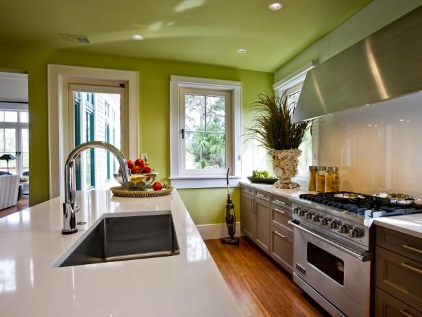 HGTV.com has inspirational pictures, ideas and expert tips for choosing the right paint colors for kitchens.