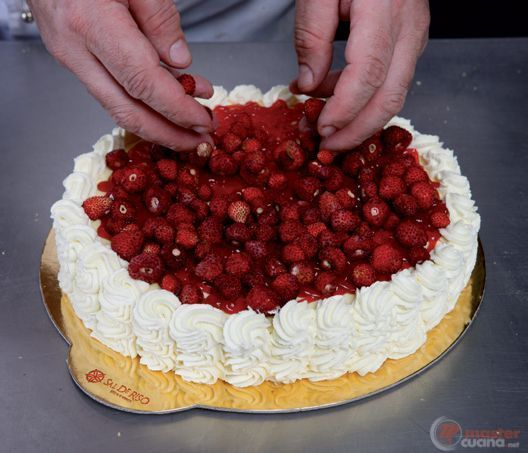 Step 16 - Torta dolci note ai frutti rossi e panna montata