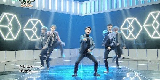 So in one gif: Chanyeol kicked himself in the hand, Xiumin looks a like a freaking bunny, Kyungsoo looks too awkward, Lay literally is holding his crotch and Chen looks like he dislocated his knee. Yep. That's EXO. That's men I love…