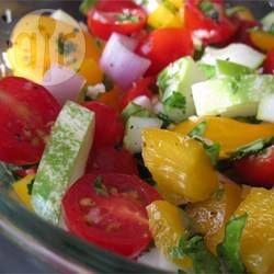Tomaten en komkommer salade @ allrecipes.nl