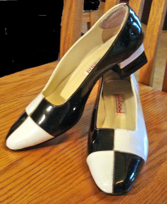 Vintage Shoes Black and White Color Block Heels Sz 7 1/2 M