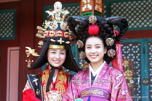 #DongYi (2010) #Kdrama ♥ These wigs are great - Queen and Royal Concubine outfit ♥ Korean #CostumeDrama