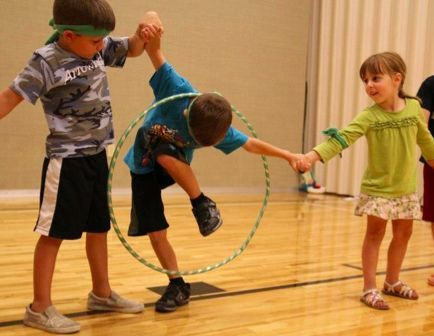 Hoop relay and more great outdoor activities for developing gross motor skills.  Laurie Turk