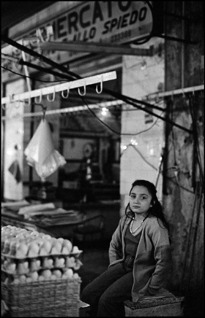 Ferdinando Scianna. ITALY, Sicily, Palermo little girl at the market