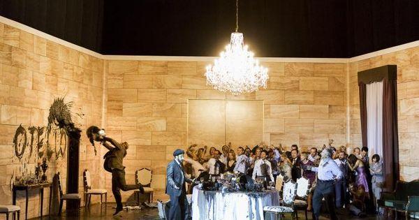 Otello. Theater an d - Otello. Theater an der Wien. Scenic design by Paolo Fantin. Lighting by Alessandro Carletti. --- #Theaterkompass #Theater #Theatre #Schauspiel #Tanztheater #Ballett #Oper #Musiktheater #Bühnenbau #Bühnenbild #Scénographie #Bühne #Stage #Set