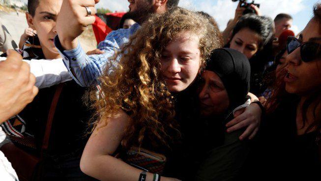 Palestine Ahed Tamimi Enfin Liberee Apres Huit Mois De Prison Prison Palestine Liberee