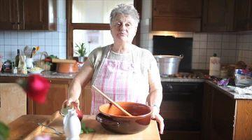Aan de slag! Bekijk de video – Tomatensaus (pomarola) maken – Allerhande