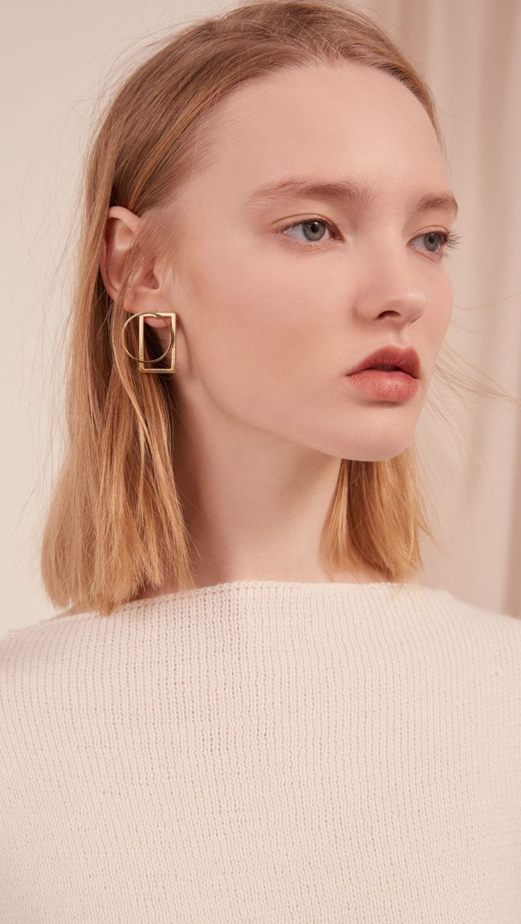 The Leya, a pair of mix-match sculptural gold-plated earring. Post back. COMPOSITION AND CARE Gold plating can be subject to tarnishing. This is a natural oxidization process which occurs when metal i