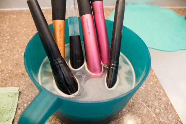 How to wash your makeup brushes with 2 cheap ingredients. via Wake Up for Makeup blog #makeupbrushes #howto #diy