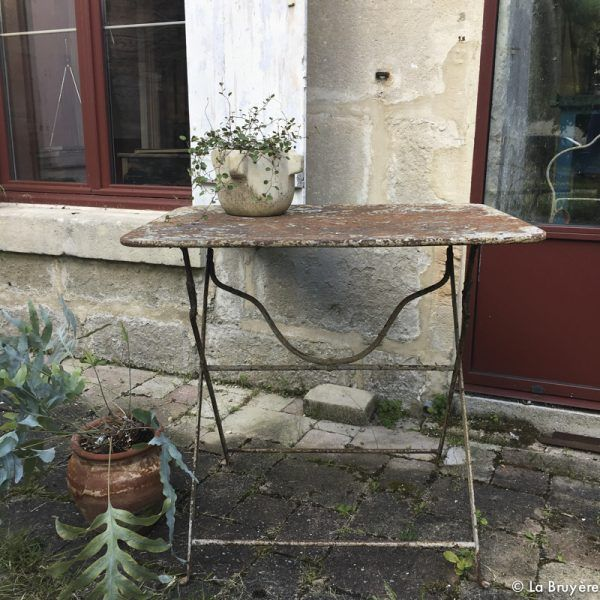 table de jardin brocante de la bruy re pinterest. Black Bedroom Furniture Sets. Home Design Ideas