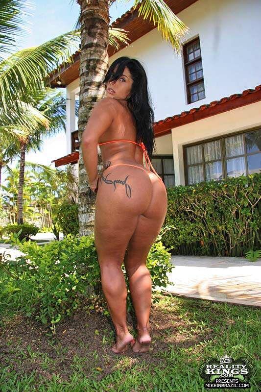 Moura Big Brazilian Ass LetsJerk 1