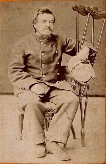 """Arturo Villarroel Garezón """"El General Dinamita"""" (1839-1907). 1879 Oficia de explorador y mensajero para el ejército. Por su heroismo, tras la toma del Morro de Arica le otorgan el grado de Capitá n de Pontoneros. En la Batalla de Miraflores resulta herido por la explisión de una Mina y deben amputarle una pierna."""
