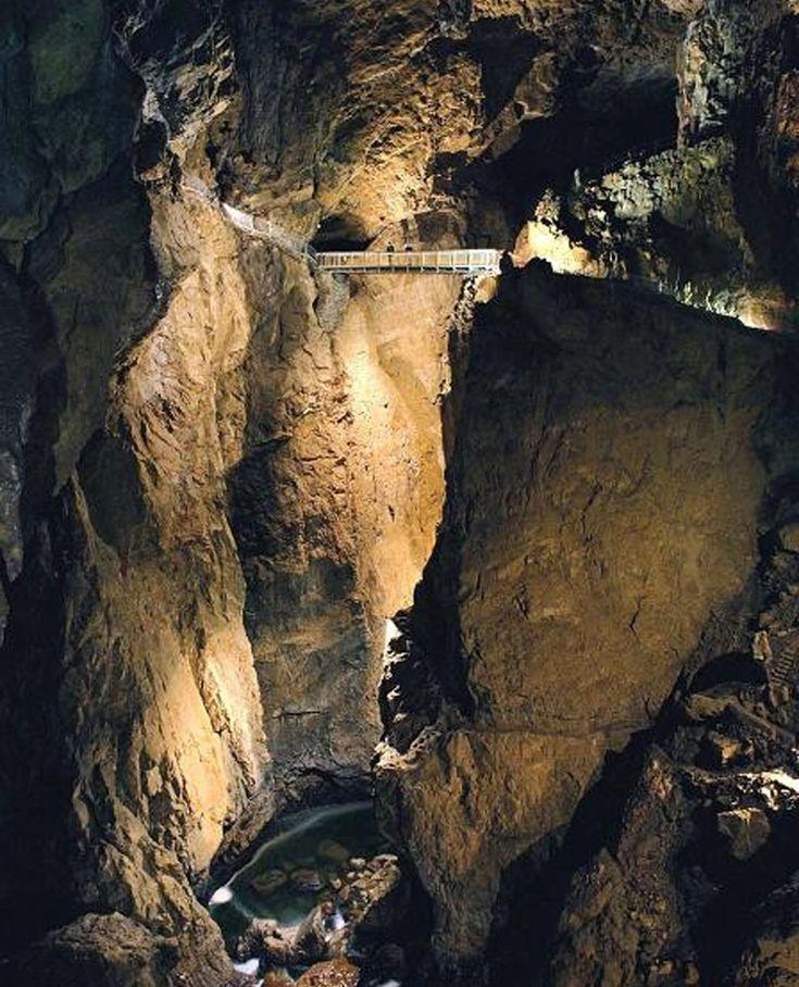 Grand Canyon vagy szurdokvölgy a föld alatt - ez óriási! A Skocjan barlangban hatalmas szakadékot mélyített a Reka fo...