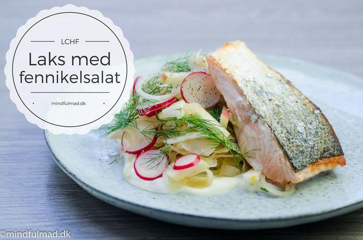 Denne sprødstegte laks med en let og frisk fennikel salat, er det perfekte måltid at nyde på terrassen en sommeraften med din kæreste.